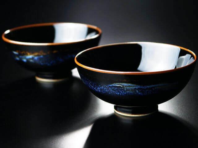 プレゼントに人気の青き明星の夫婦茶碗の画像