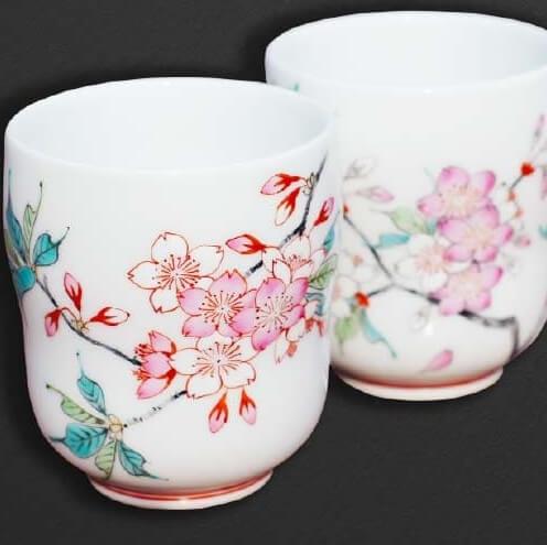 有田焼の夫婦湯呑 色絵桜