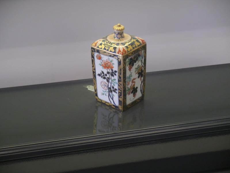 輸出用古伊万里の花瓶