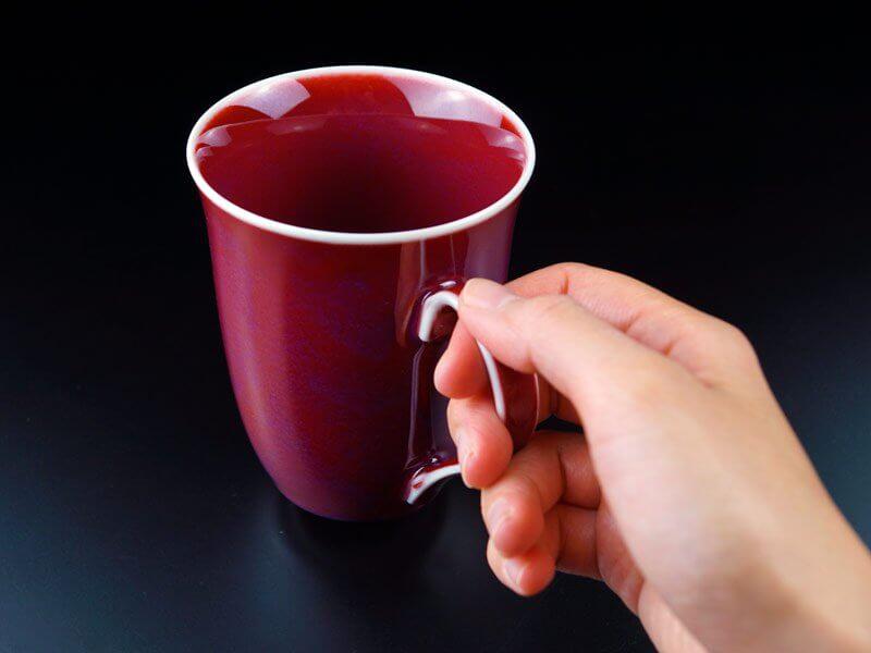 マグカップを手に持った画像