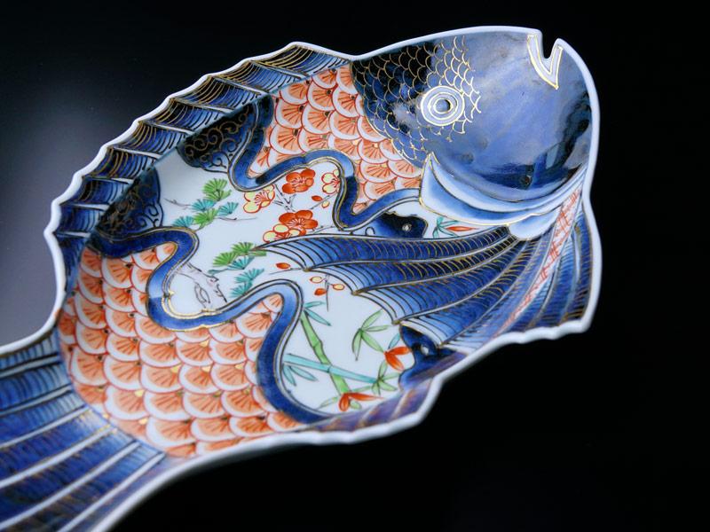 【献上金襴手様式】大絵皿 染錦本金松竹梅吉祥鯛図
